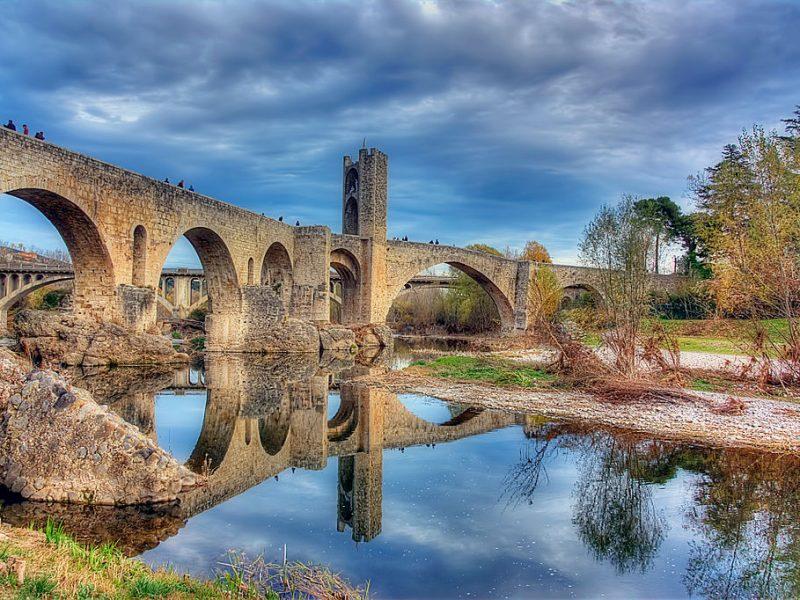 1024px-Pont_Medieval_(Besalú)_-_4